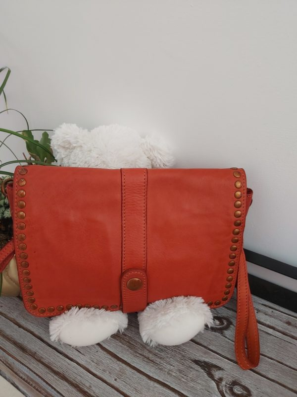 pochette cloutee rouge