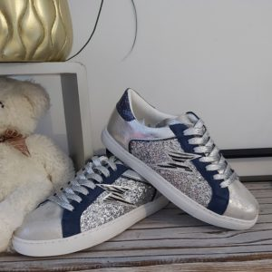 basket lacet argente et bleu eclair tendance